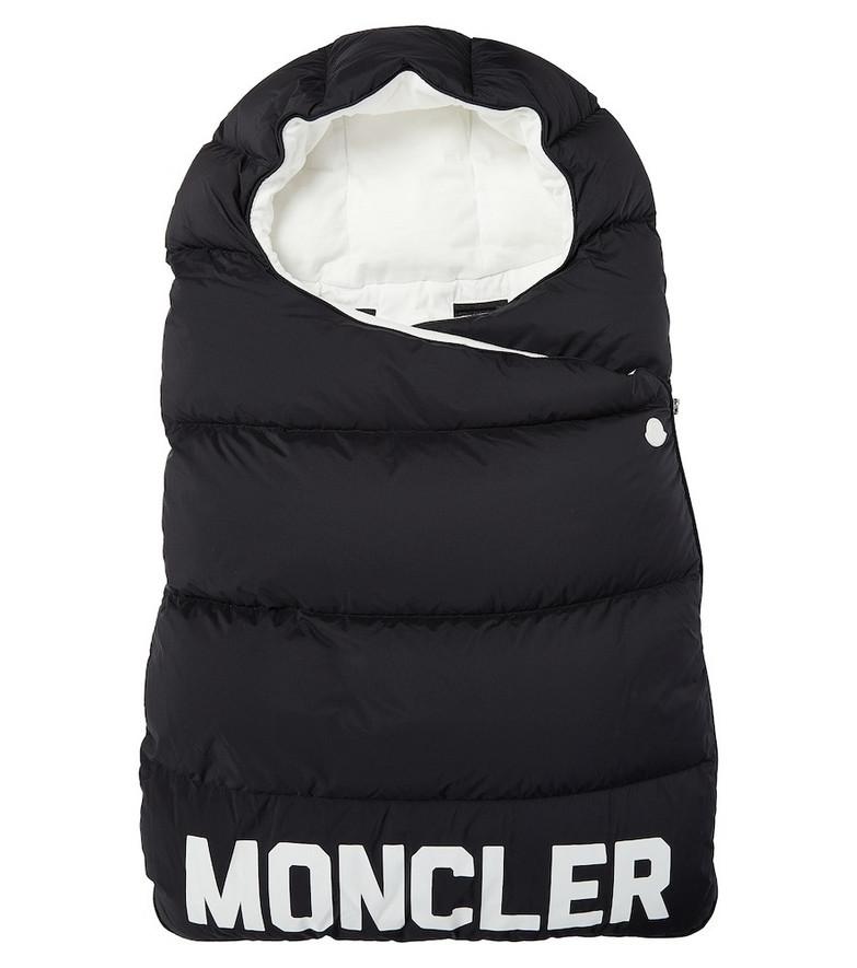 Moncler Enfant Logo down bunting bag in black