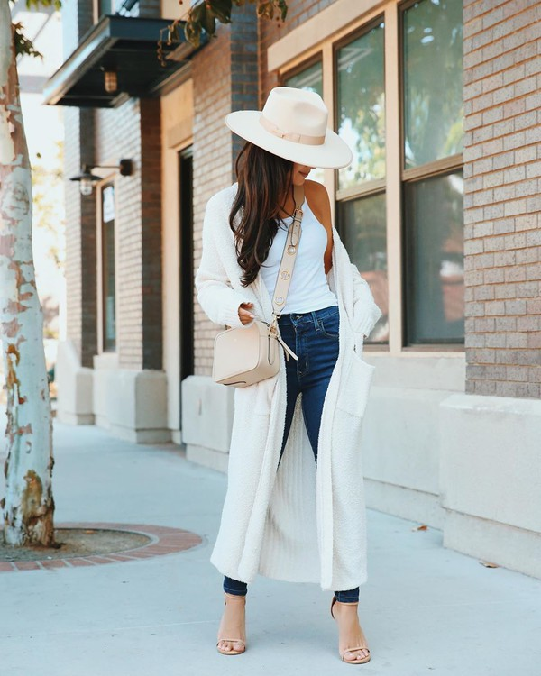 sweater white cardigan long sleeves long cardigan sandal heels skinny jeans white top crossbody bag