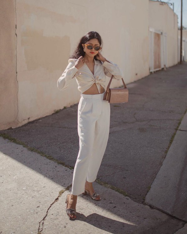 pants high waisted pants white pants pleated sandals shirt bag