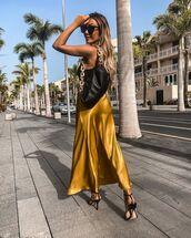 skirt,midi skirt,black sandals,black bag,tank top
