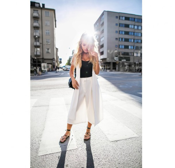 angelica blick blogger white pants black top sleeveless coat white coat
