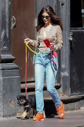 shoes,orange sneakers,emily ratajkowski,casual,streetstyle,model off-duty,spring outfits