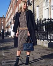 skirt,midi skirt,bodycon skirt,h&m,sweatshirt,sock boots,navy,shoulder bag,coat,double breasted