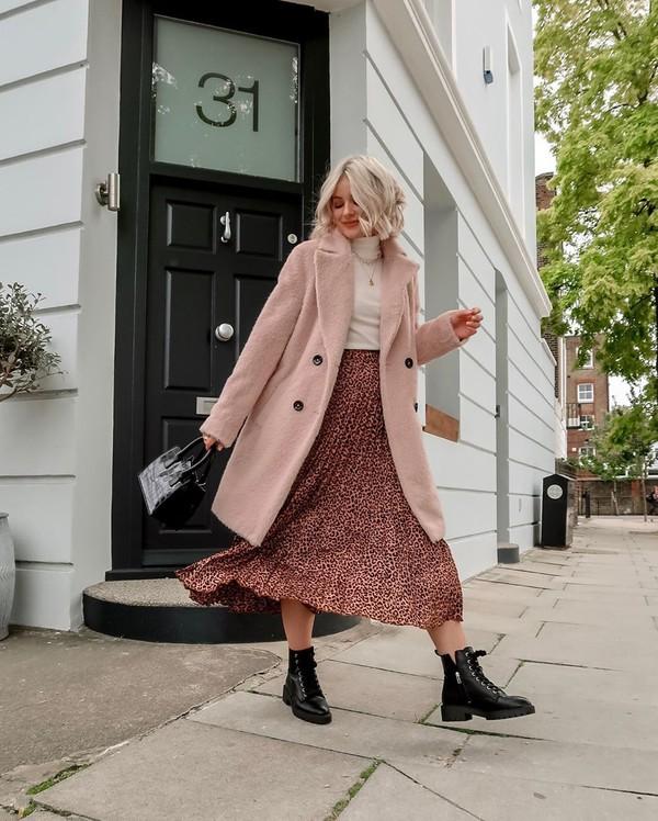 skirt midi skirt leopard print pleated skirt ankle boots black boots coat white turtleneck top black bag