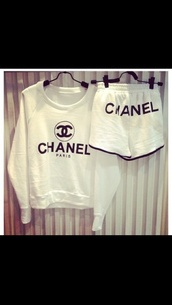 shorts,shirt,black. white. chanel suit.,chanel,kylie jenner,lazy day,keeping up with the kardashians,jumper,chanel inspired,sweater,white,casual