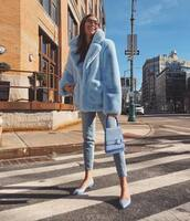 bag,blue bag,handbag,blue shoes,pumps,jeans,faux fur coat,blue coat