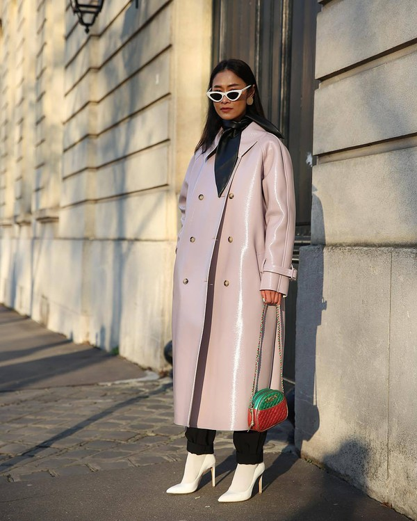 bag gucci bag crossbody bag white shoes pumps lilac double breasted long coat scarf sunglasses