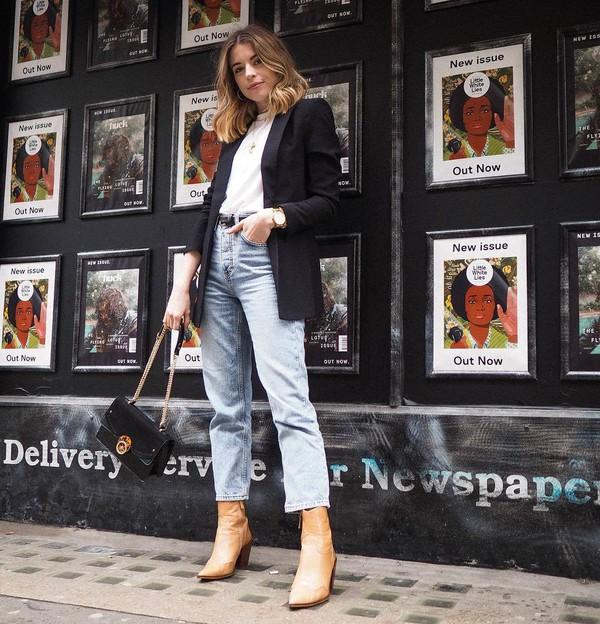 shoes ankle boots straight jeans high waisted jeans black belt black bag black blazer white t-shirt