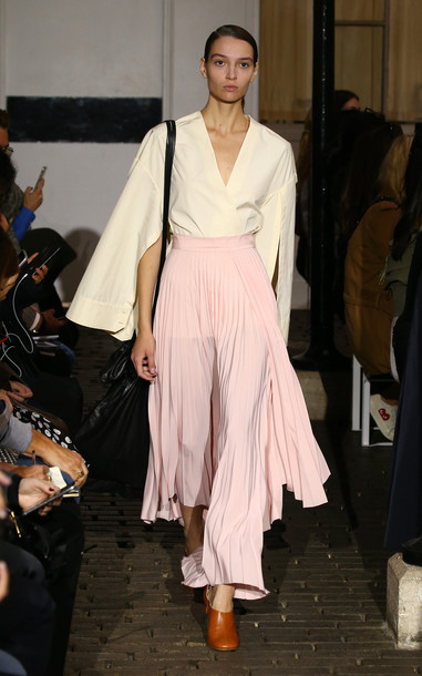 A.W.A.K.E. A.W.A.K.E. Stephanie Asymmetric Crepe Pleated Skirt in pink