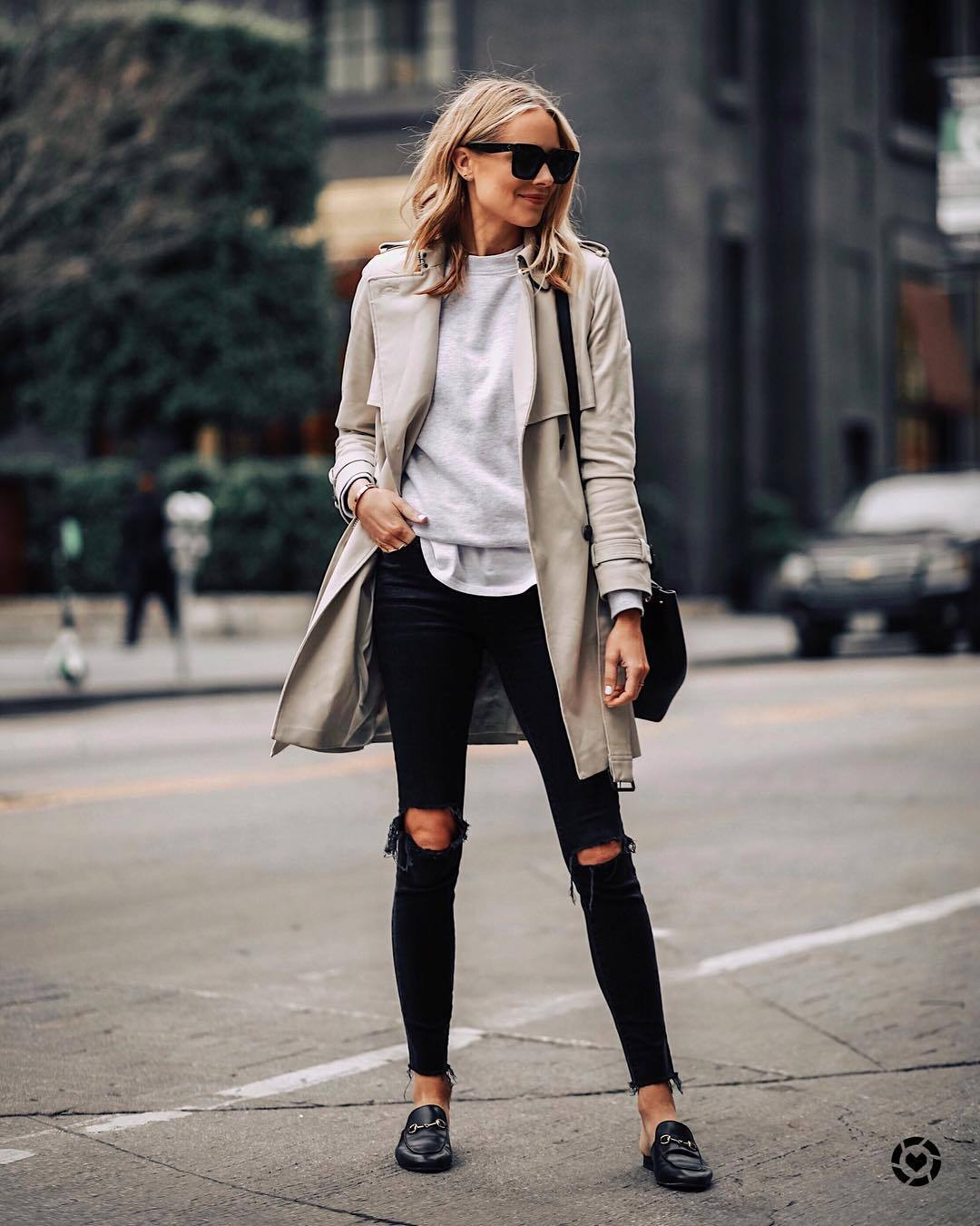 jeans black skinny jeans cropped jeans ripped jeans black loafers mules trench coat sweatshirt white t-shirt black sunglasses black bag