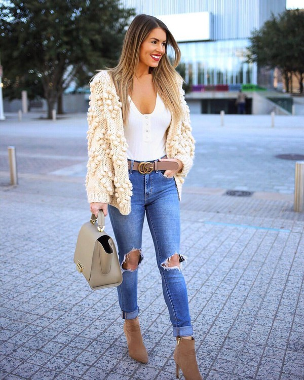 sweater knitted cardigan ankle boots heel boots skinny jeans ripped jeans gucci belt white top