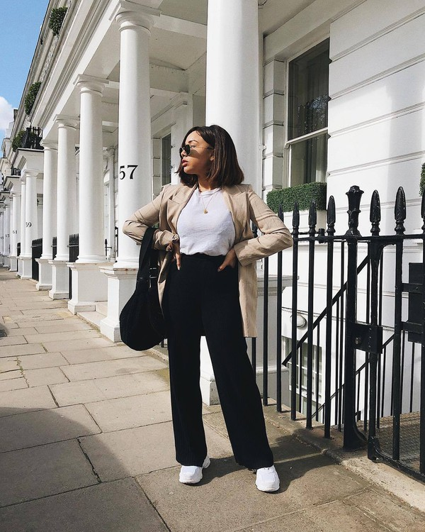 pants black pants wide-leg pants high waisted pants white sneakers black bag white blouse blazer