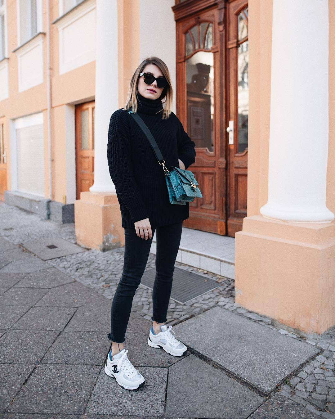 bag crossbody bag crocodile white sneakers chanel cropped jeans black skinny jeans black sweater turtleneck sweater