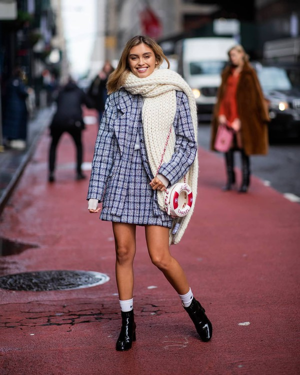 skirt mini skirt chanel plaid high waisted skirt set black boots ankle boots patent boots socks nike crossbody bag knitted scarf