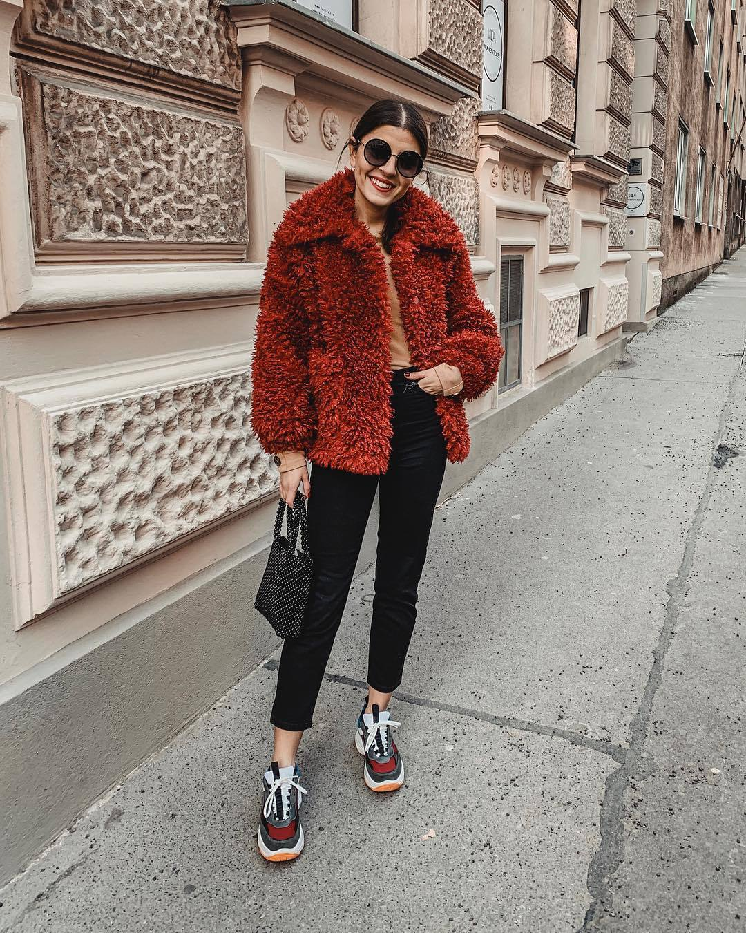 jeans black skinny jeans cropped jeans sneakers black bag hadnbag fuzzy coat sweater sunglasses