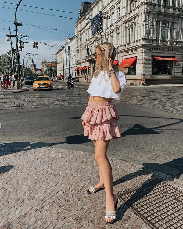 top cropped t-shirt mini skirt layered slide shoes white t-shirt