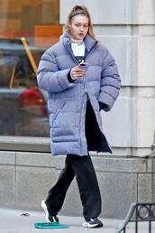 jacket,gigi hadid,puffer jacket,model off-duty