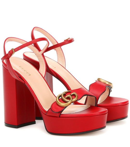 Gucci Leather plateau sandals in red