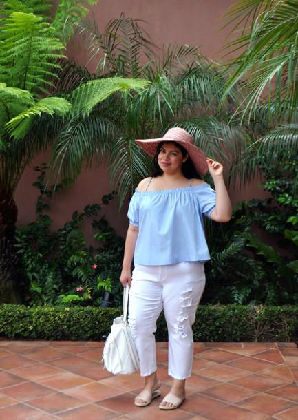 jay miranda blogger plus size jeans cropped jeans white jeans curvy plus size hat sun hat blue top white bag bag jeans