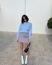 skirt,mini skirt,grey skirt,white boots,blue sweater,black bag