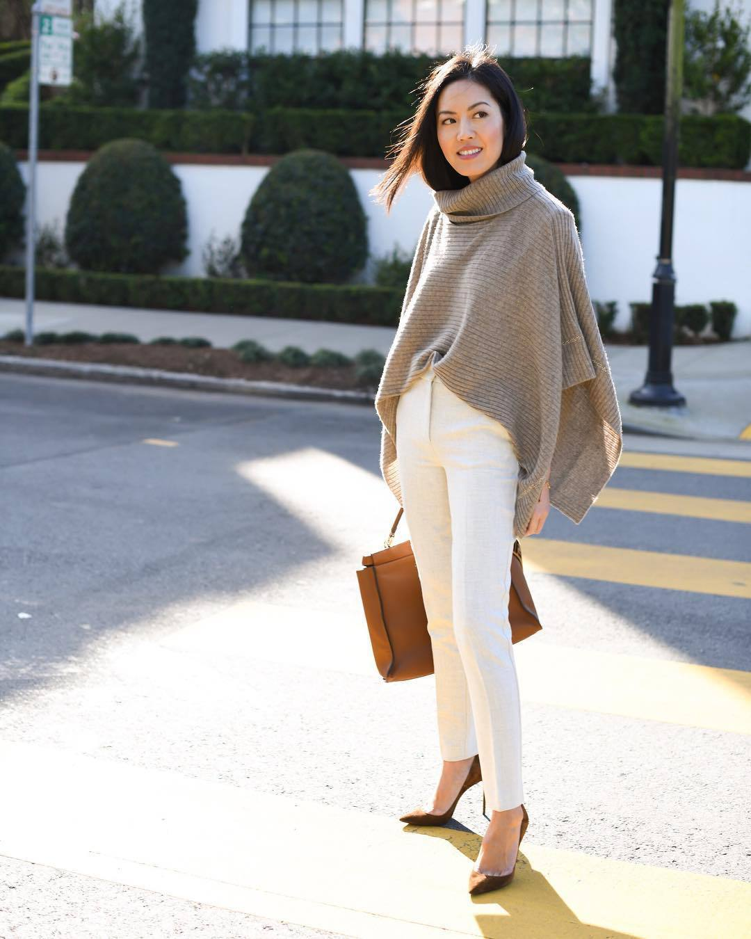 sweater poncho turtleneck cashmere jumper white pants high waisted pants pumps brown bag