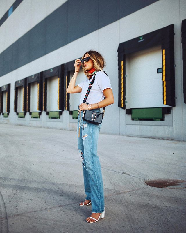 jeans ripped jeans straight jeans high waisted jeans white sandals white t-shirt black bag