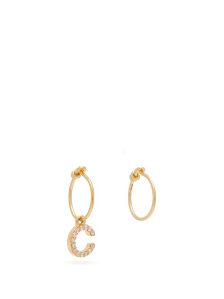 Theodora Warre - Mismatched C Charm Gold Plated Hoop Earrings - Womens - Gold