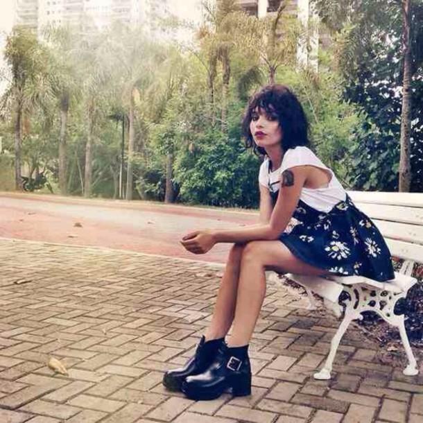 skirt daisy overall skirt pale black white soft grunge shoes