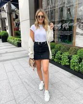 skirt,denim skirt,mini skirt,black skirt,black belt,white sneakers,white cardigan,cable knit,white t-shirt,bag
