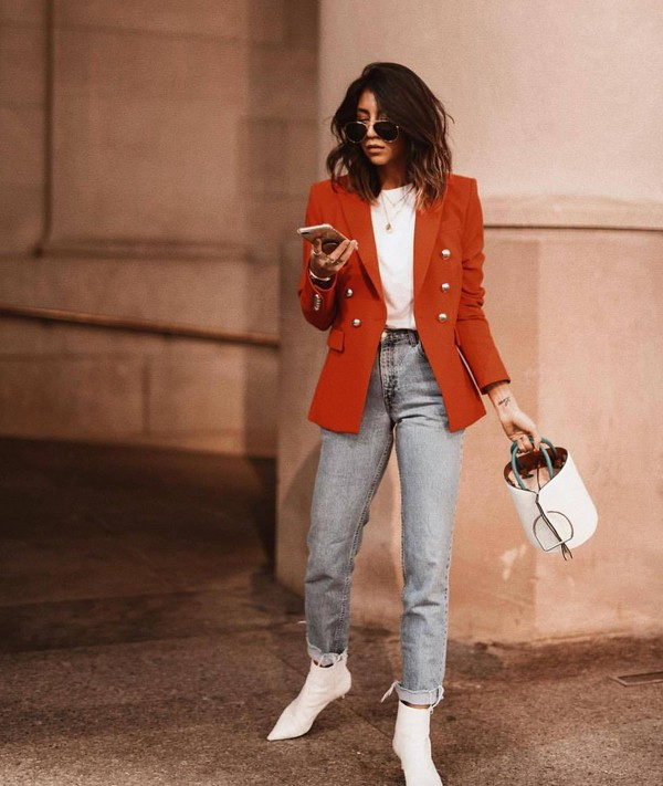 jeans straight jeans high waisted jeans levi's ankle boots white boots bucket bag white bag double breasted blazer white t-shirt