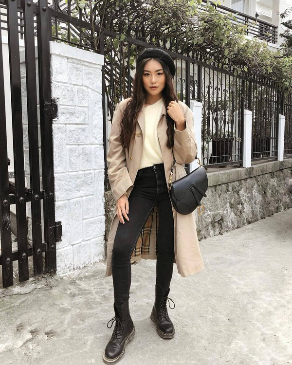coat trench coat burberry black boots lace up boots high waisted jeans black skinny jeans white sweater black bag dior bag beret