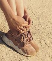 shoes,nude,pink,sneakers,nike,nike running shoes,nike sneakers,nike shoes,pink sneakers,running shoes,fit,fitness,fitness shoes