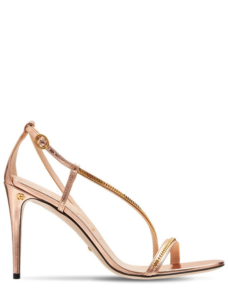 GUCCI 95mm Sylvie Chain Metallic Sandals in gold / rose