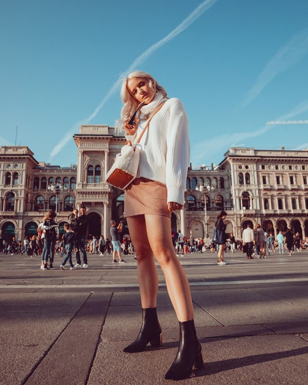 bag crossbody bag shearling ankle boots black boots white sweater turtleneck sweater mini skirt
