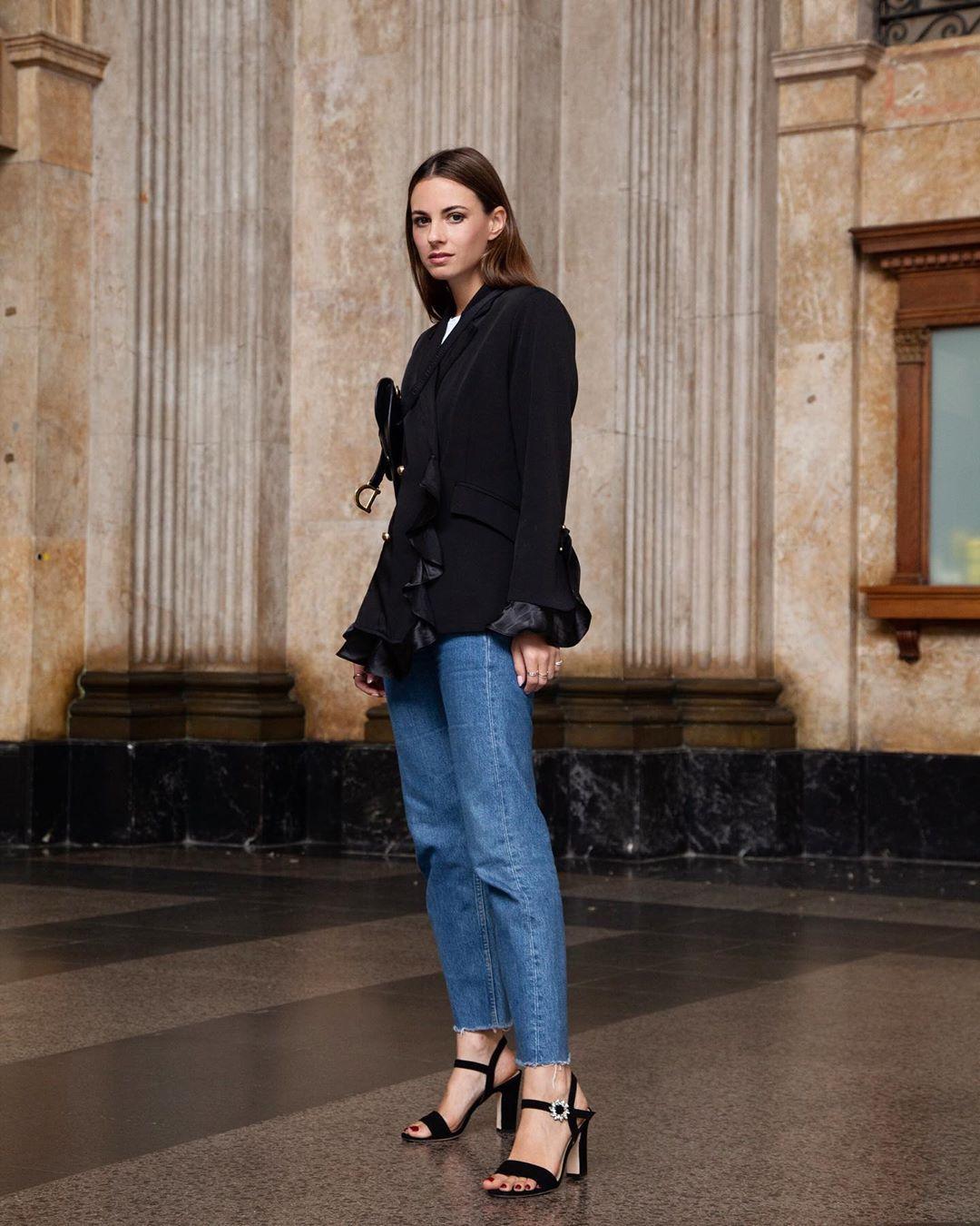 shoes black sandals cropped jeans black blazer