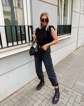 top,black t-shirt,black jeans,mom jeans,black boots,dior bag