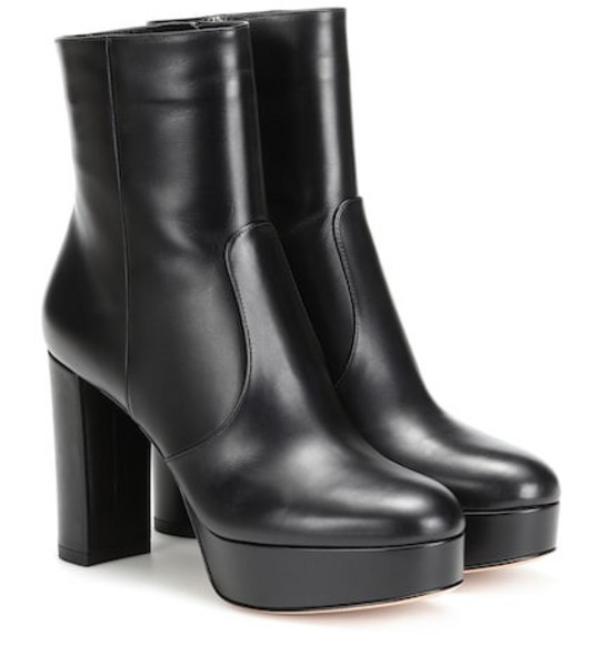Gianvito Rossi Leather ankle boots in black