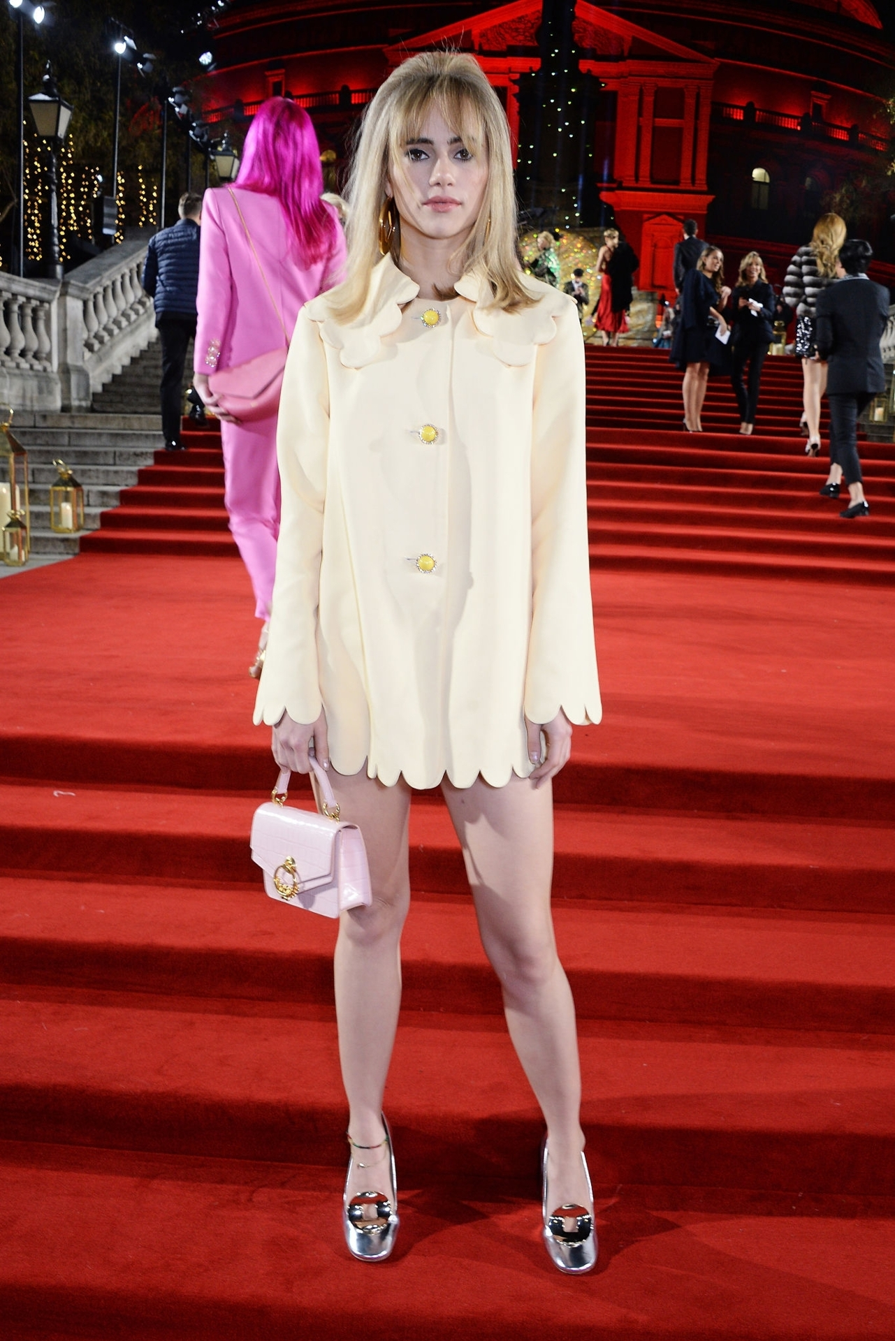 coat yellow coat suki waterhouse model off-duty red carpet celebrity