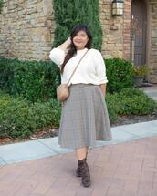 curvy girl chic - plus size fashion and style blog,blogger,sweater,skirt,shoes,bag,jewels