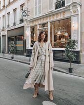 dress,plaid dress,long coat,oversized coat,knee high boots,black bag,handbag