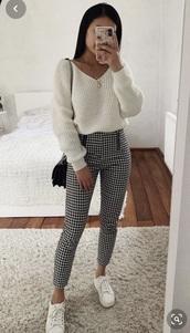 sweater,white,v neck