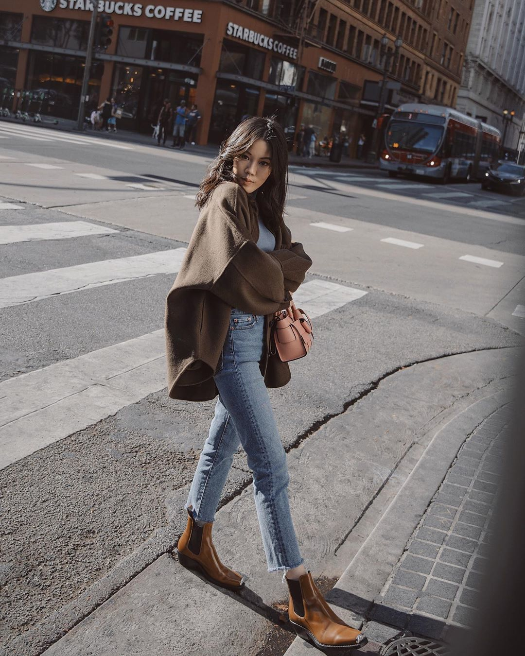 jeans cropped jeans high waisted jeans ankle boots jacket t-shirt bag