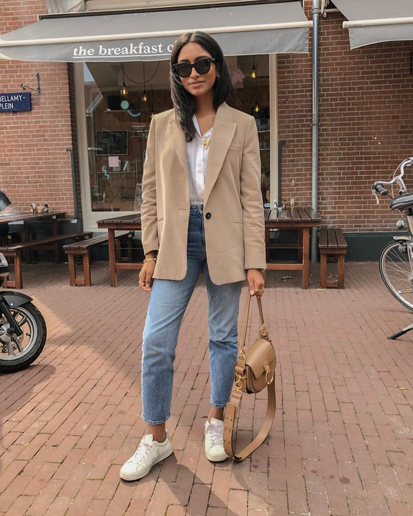 jacket blazer high waisted jeans skinny jeans white sneakers bag white shirt