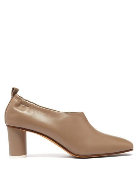 Gray Matters - Micol Block Heel Leather Pumps - Womens - Beige