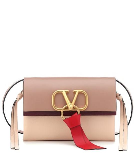 Valentino Garavani Vee Ring Small leather shoulder bag in pink