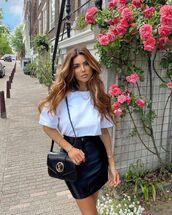 skirt,black leather skirt,mini skirt,white t-shirt,black bag