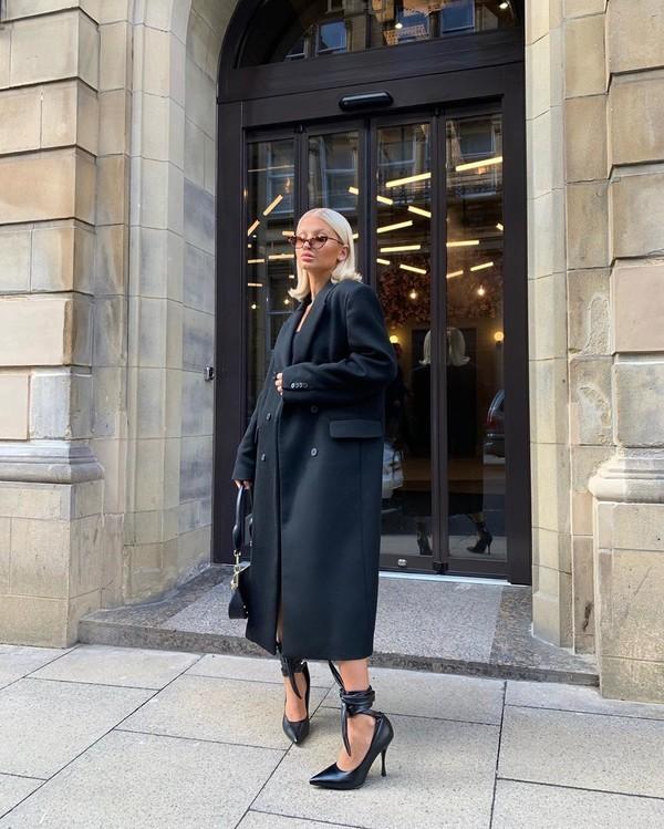 coat black coat zara pumps black backpack