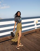 top,black t-shirt,maxi skirt,slit skirt,platform sandals,black bag