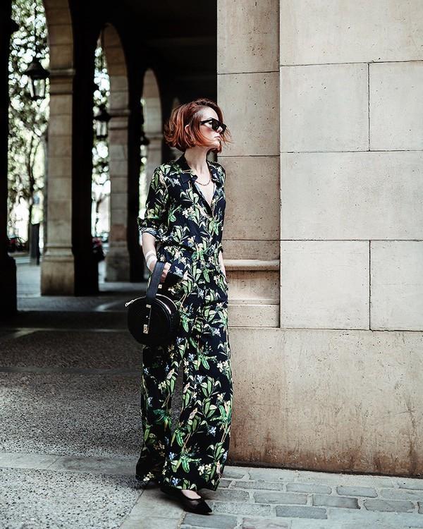 top floral shirt wide-leg pants floral pants ballet flats round bag black bag