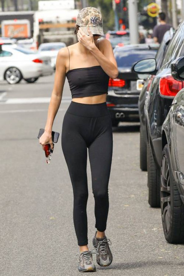 top tank top crop tops leggings kendall jenner kardashians model off-duty sports bra sportswear